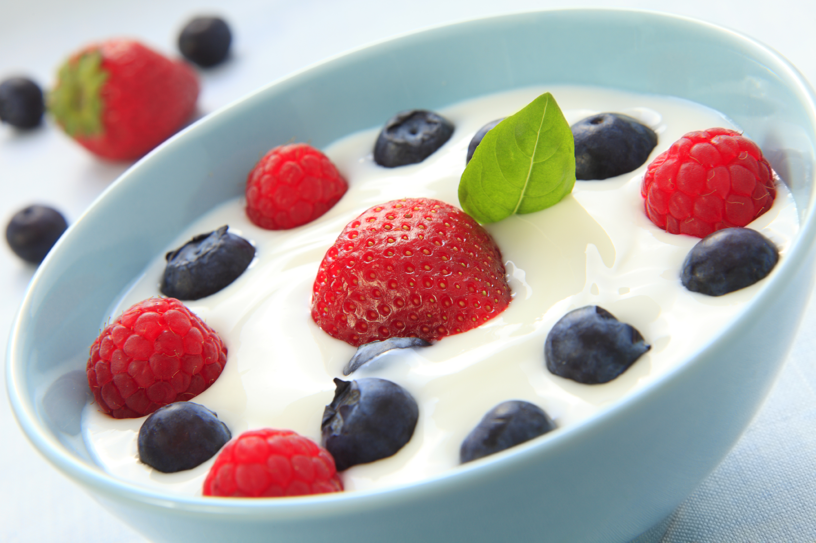 Bowl-of-Yogurt-with-Fruit
